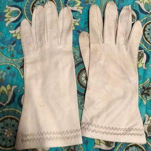 Vintage Cream leather gloves